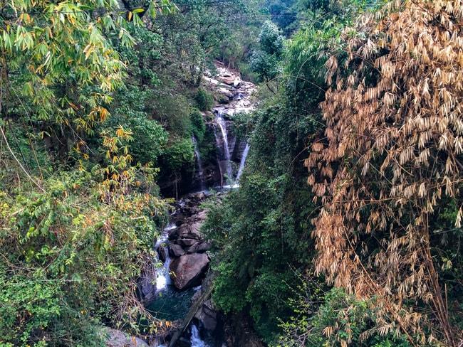 cascada cerca de tikhedungga