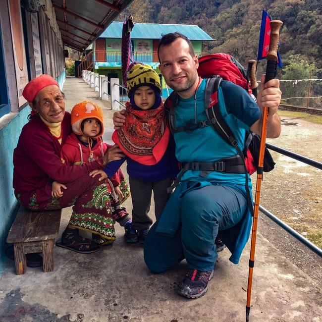 escuela de sudame en nepal trekking poon hill