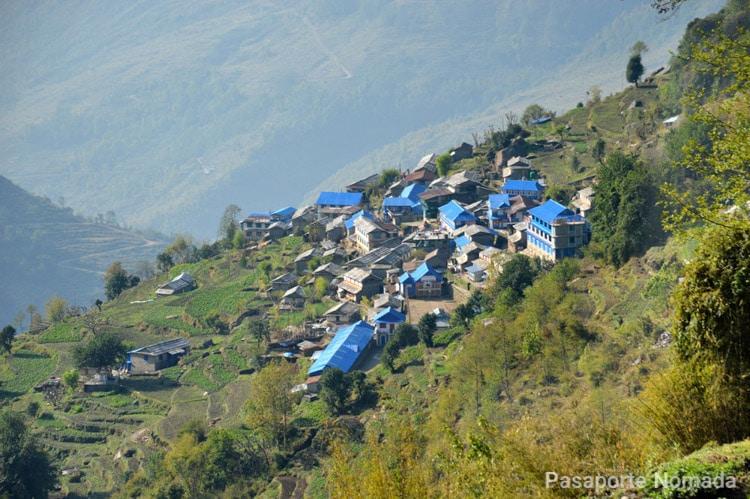 villa de ulleri en la primera etapa del trekking poon hill