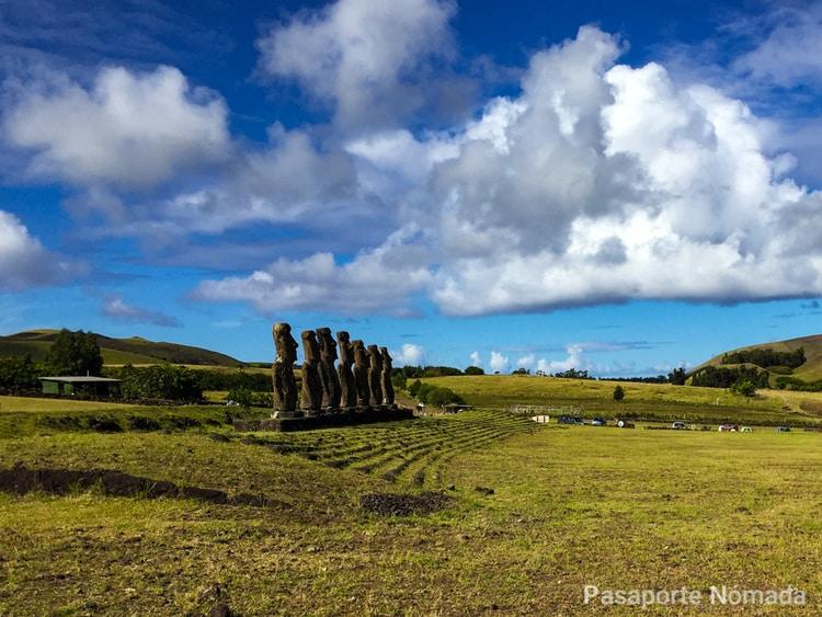 plataforma ceremonial de ahu akivi en isla de pascua