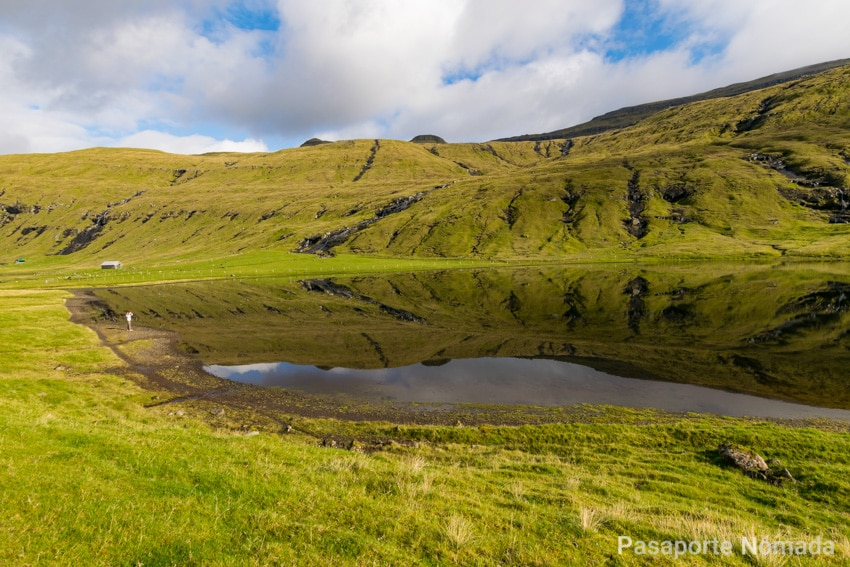 lago crsitalino en la isla de streymoy