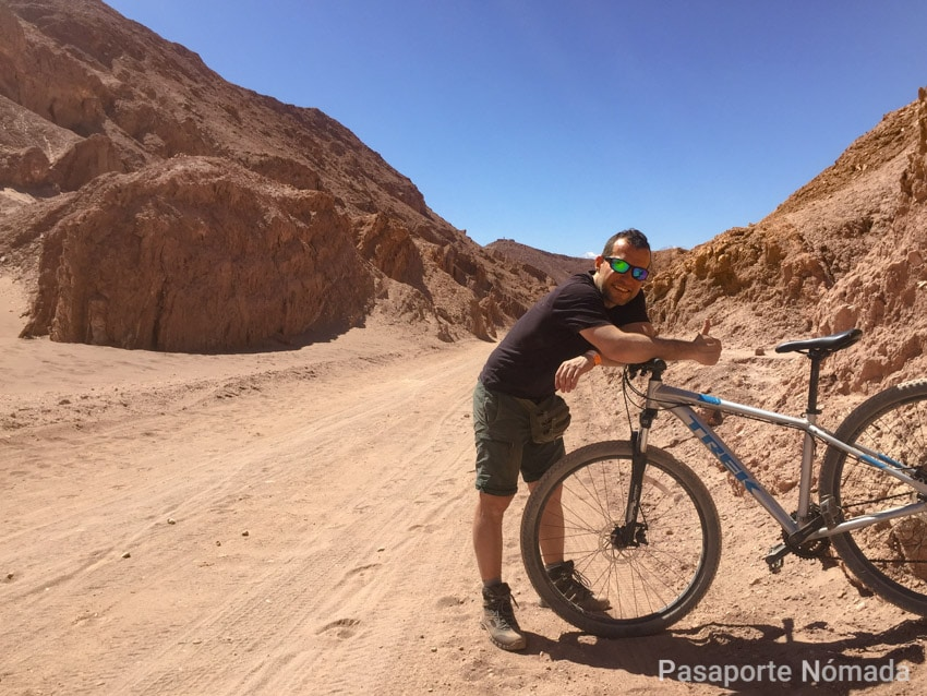 ruta en bicicleta por el desierto de atacama valle de marte