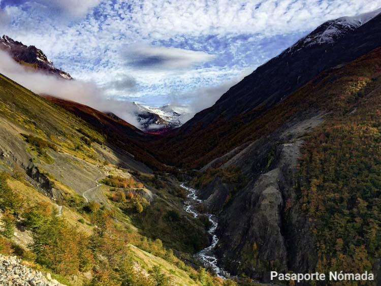 valle del rio ascencio en otoño torres del paine