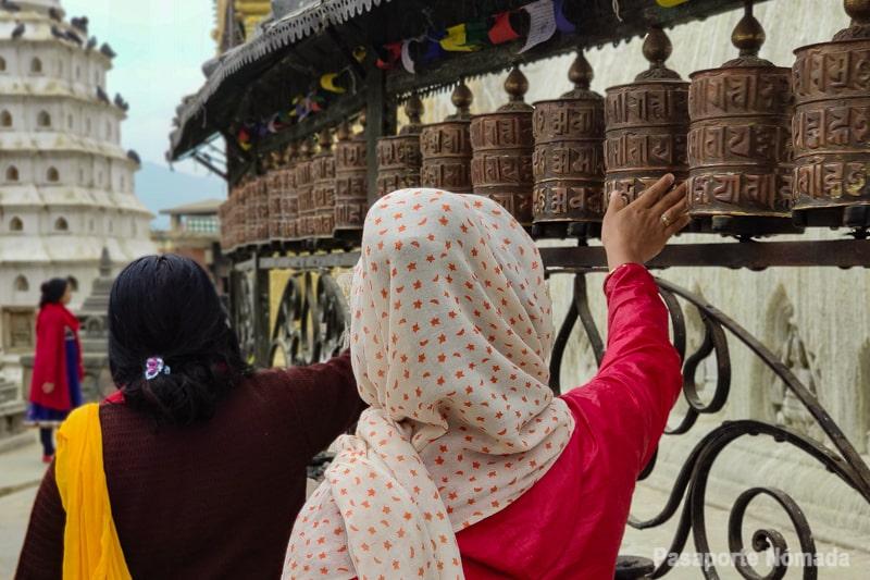 peregrinos molinos de oracion tibetanos