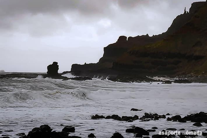 acantilados en la calzada del gigante causeway coast