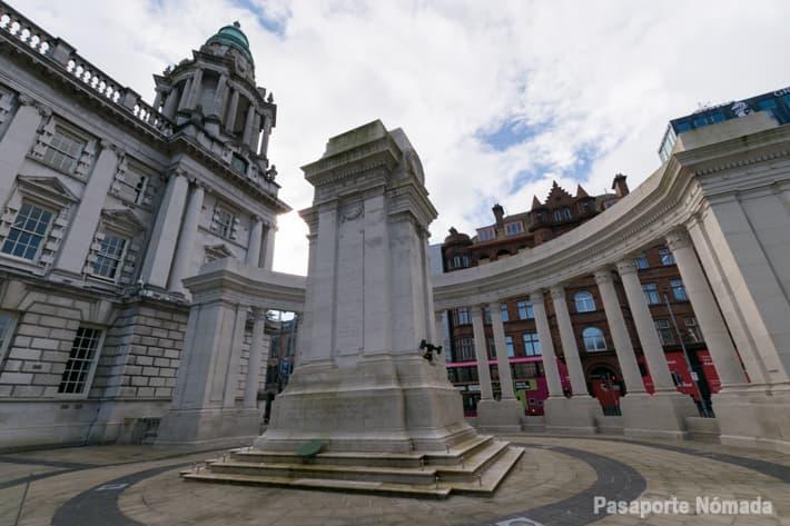 memorial conmemorativo a los caidos en la guerra mundial en el ayuntamiento de belfast