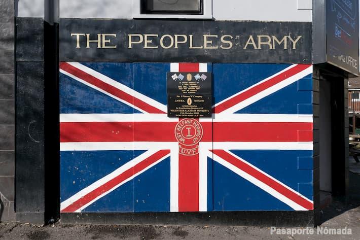 mural con la bandera britanica en west belfasr