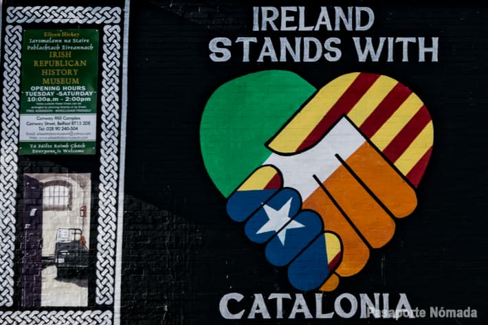 mural republicano de hermanamiento con cataluña en west belfast
