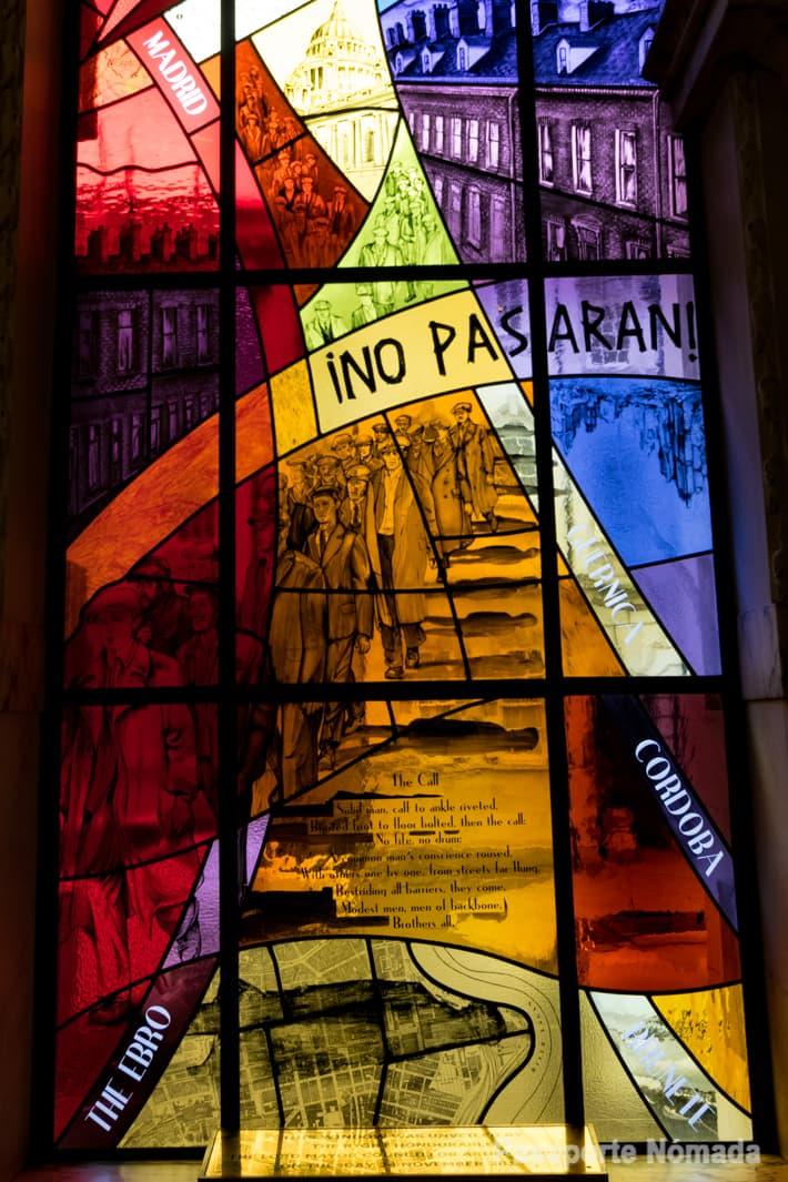 vidrieras de voluntarios internacionales en la guerra civil española en el ayuntamiento de belfast