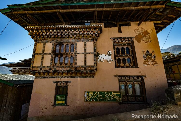 adoracion al falo en una aldea de butan