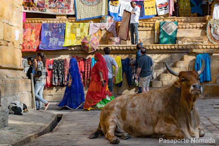 plaza frente al palacio de la ciudad de jaisalmer
