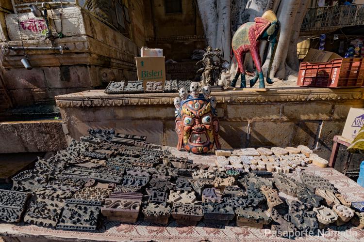 puesto con estatuillas hindues en jaisalmer