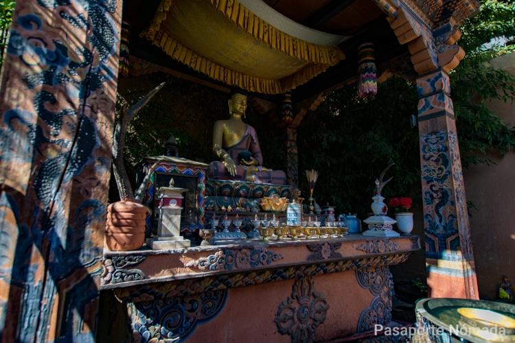 estatua de buda en el museo del folclore de timbu