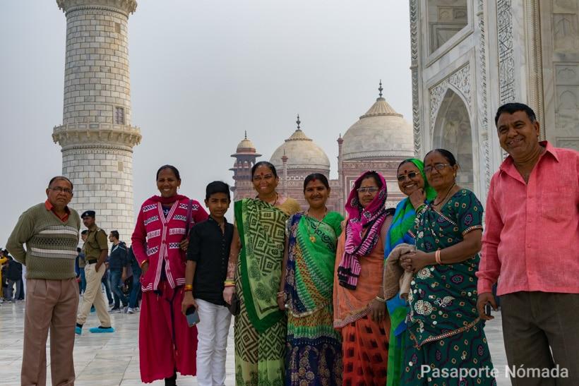 familia india en el taj mahal