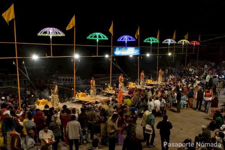 puja ganga aarti en la ciudad sagrada de benares