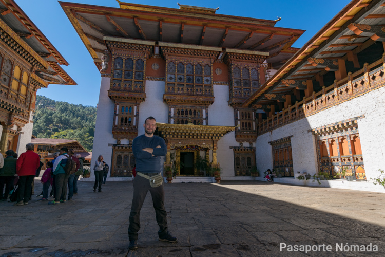 interior del tercer patio de punakha dzong