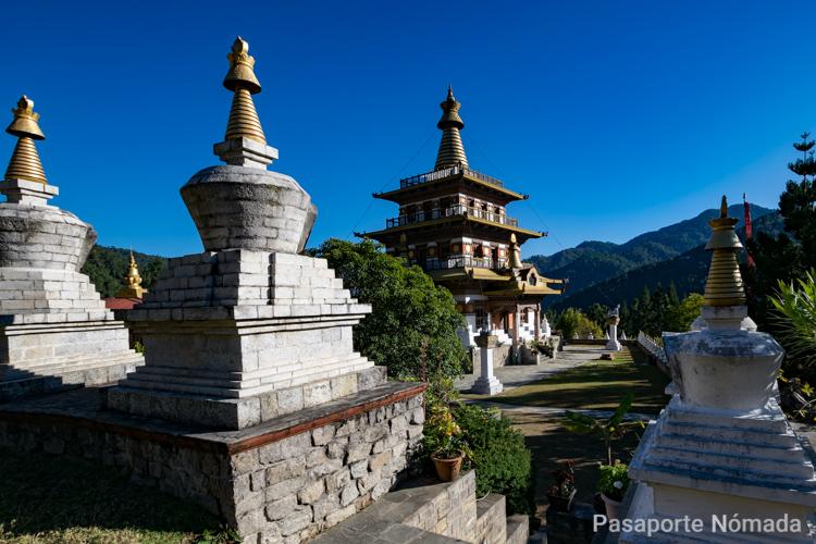 stupa en el reino de butan