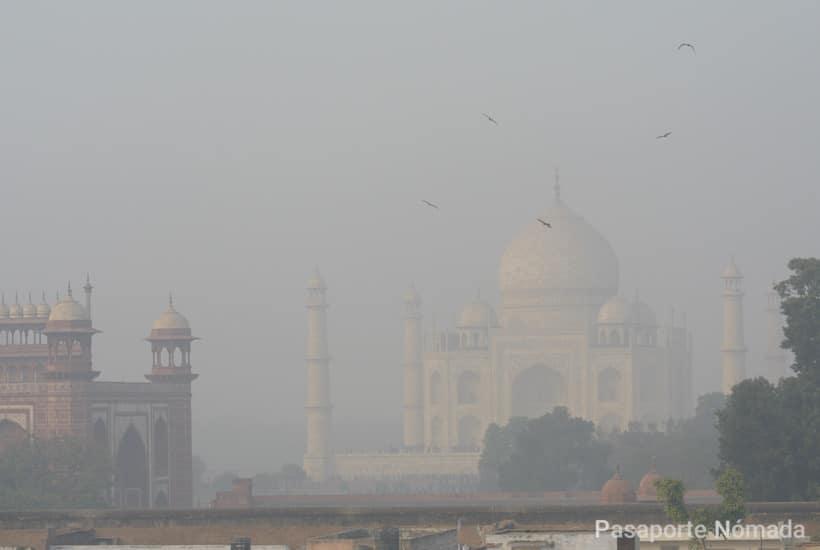niebla en el taj mahal desde taj ganj