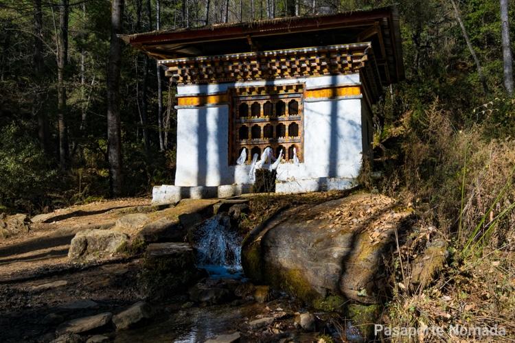templete en el trekking al monasterio del nido del tigre