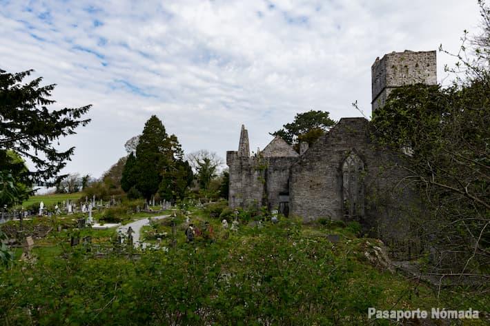 abadia de muckross en el parque nacional de kilalrney
