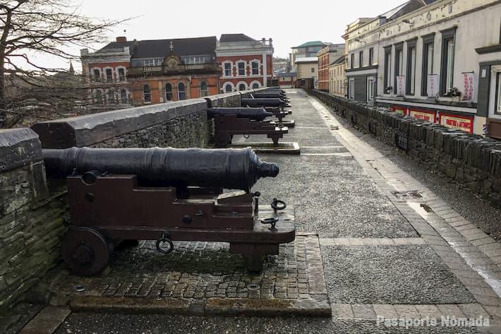 cañones en las murallas de londonderry
