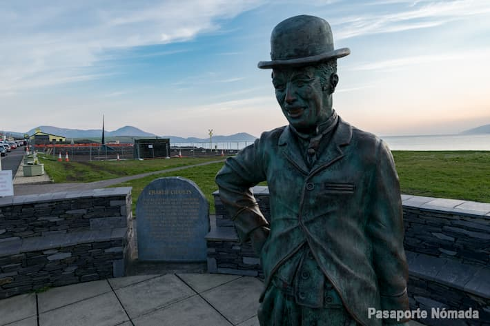 estatua de charlie chaplin en waterville