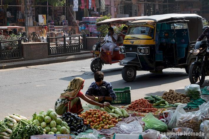 puesto de verduras en jaipur india mercadillos