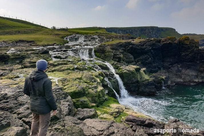 cascada de dunseverik irlanda del norte