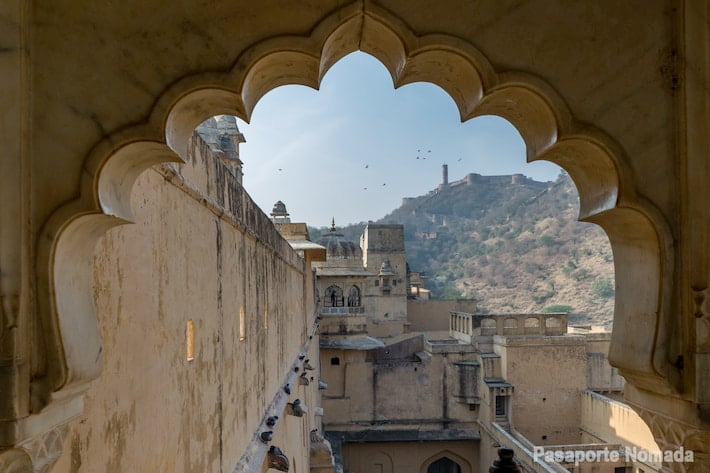 vistas hacia jaigarh desde el fuerte de amber