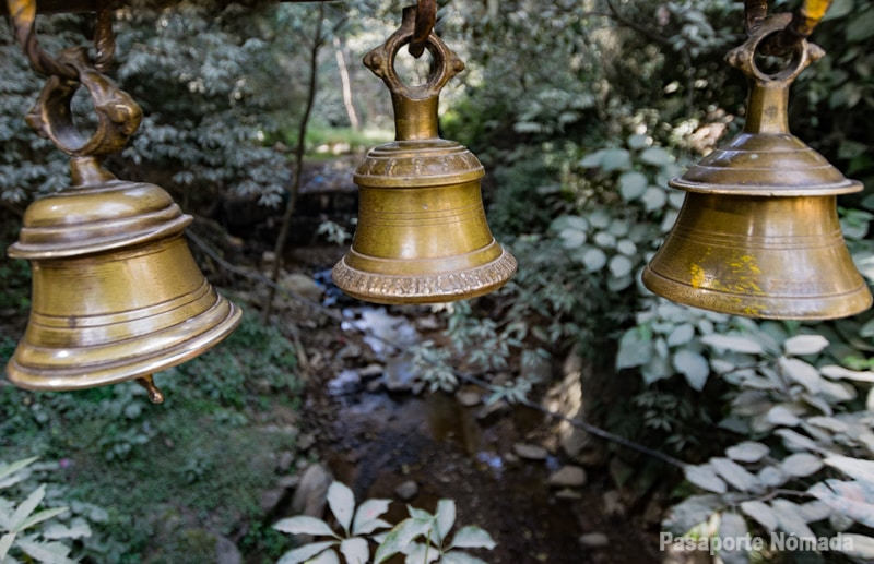 campanas hinduistas en dakshinkali