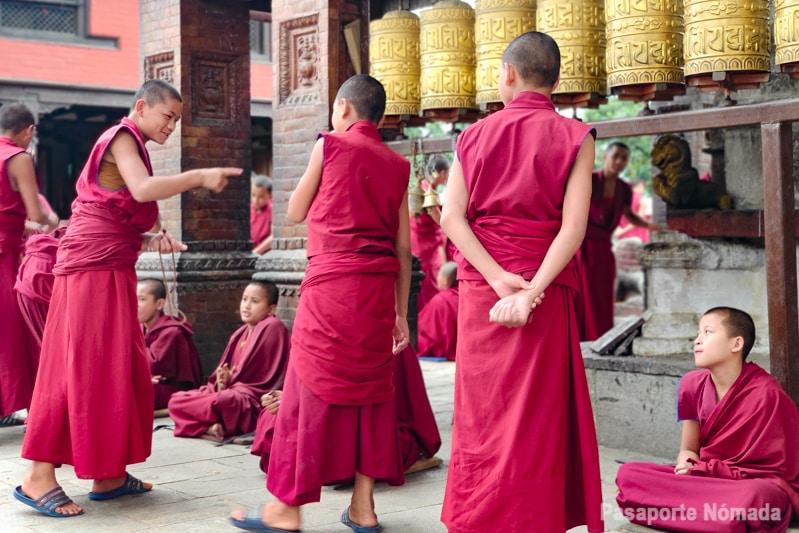 visitar un monasterio budista en pharping