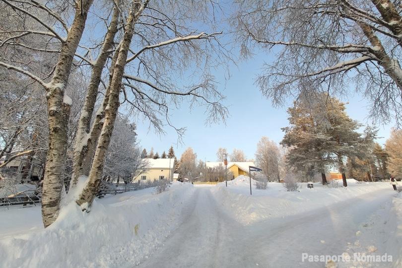 paseo por las calles nevadas de rovaniemi