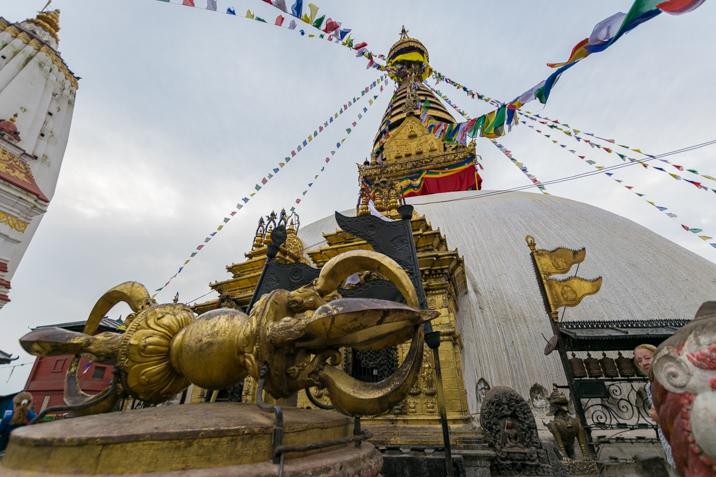 la leyenda del valle de kathmandu y la stupa de swayambhunath