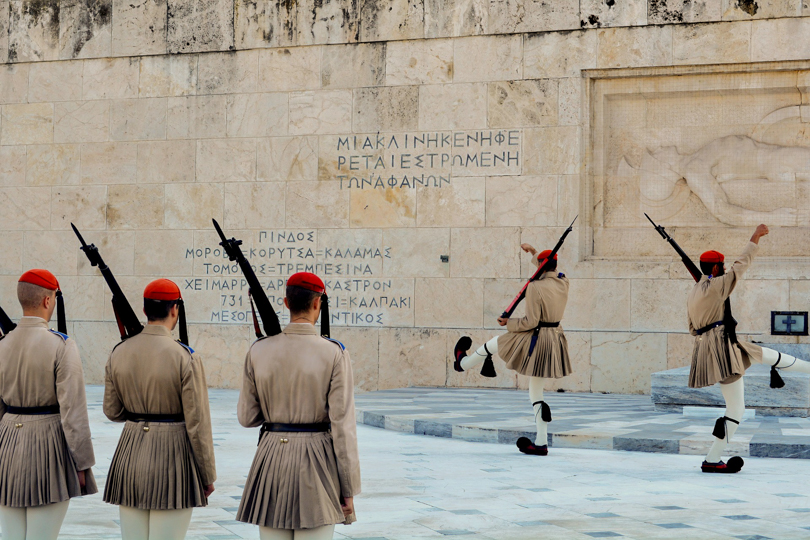 cambio de guardia en la plaza de syntagma de atenas