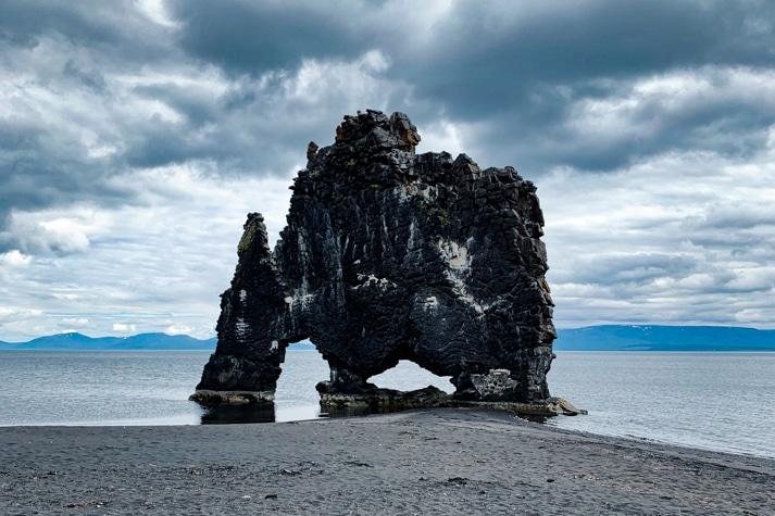 roca de Hvítserkur en islandia