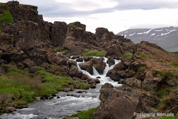 rio oxara thingvellir islandia